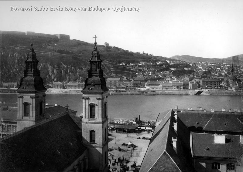 A Döbrentei és a Szerb tér a Duna túloldalán a régi pesti Városházának  tornyából fényképezve (forrás  FSZEK Budapest Gyűjtemény) 6531a269f9